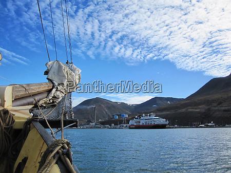 hafen von longyearbyen spitzbergen