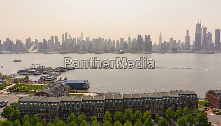 boulevard east new york city skyline