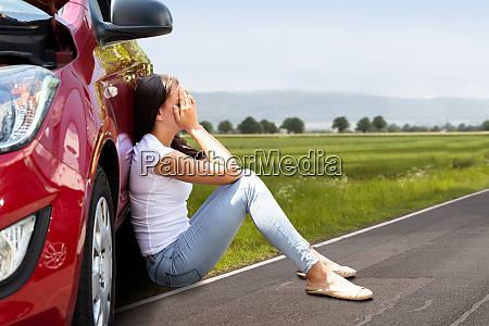 frau auto automobil personenkraftwagen pkw wagen