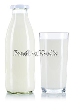 milchglas und flasche isoliert auf weiss