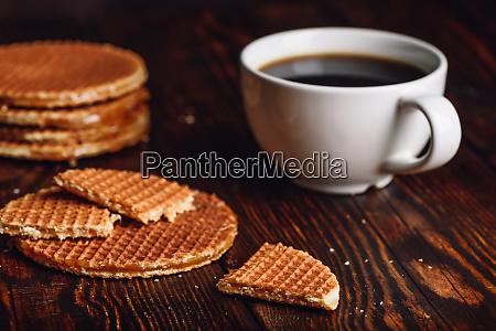 niederlaendische waffeln mit kaffee