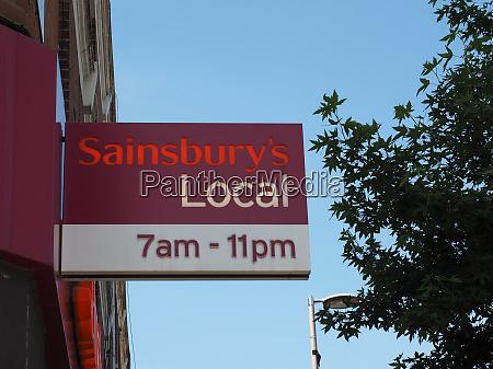 sainsbury supermarkt schaufenster in london