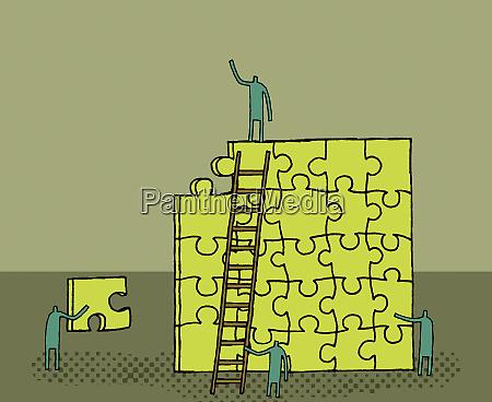 arbeiter bauen raetsel auf