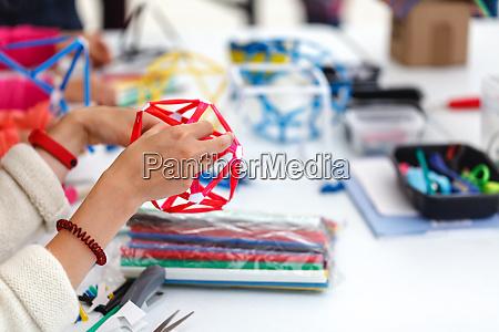 farbige schachteln mit papierstreifen erfindungen und
