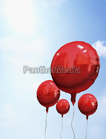 rote luftballons in sky