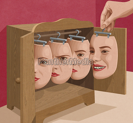 frau waehlt gesichtsausdruckmaske aus schrank