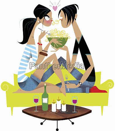 junges ehepaar geniesst romantische pasta mahlzeit