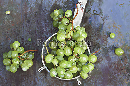 bunch of grapes in sieve