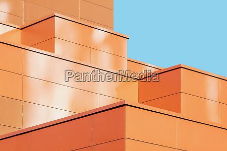 moderne gebaeudefassade detail abstrakte architektonische metallform