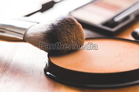 das make up pulver und pinsel