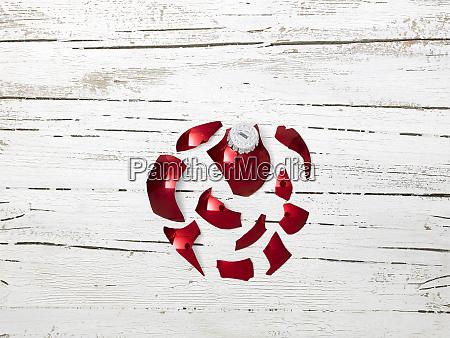 grosse explodierende rote kugel mit rudolph