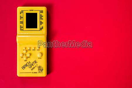 alte legendaere tragbare spielkonsole tetris