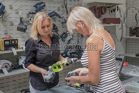 einkaufen fuer diy tools im baumarkt