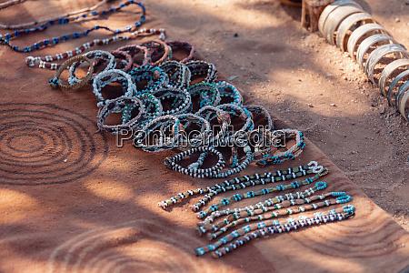 traditionelle souvenirs von himba voelker afrika