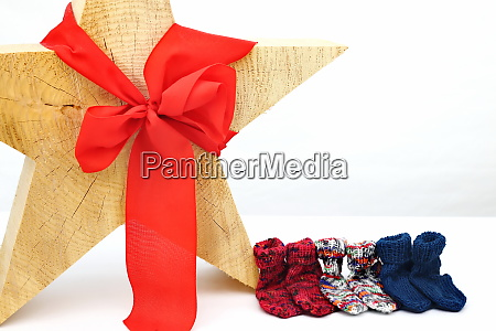 weihnachtsstern dekoration mit rotem bogen