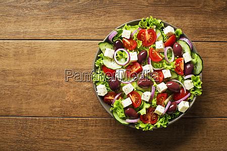 salat mit feta kaese