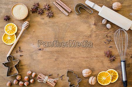 gewuerze fuer weihnachtslebkuchen oder gluehwein
