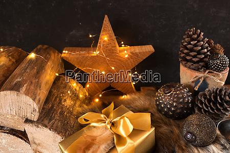 weihnachten stillleben mit geschenk paket