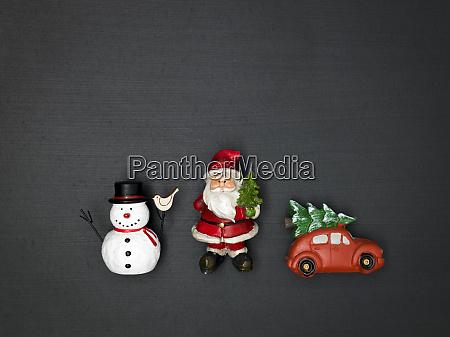 weihnachtshintergrund mit verschiedenen kleinen weihnachtsartikeln an