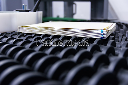 blank book block pages produktion conveyor