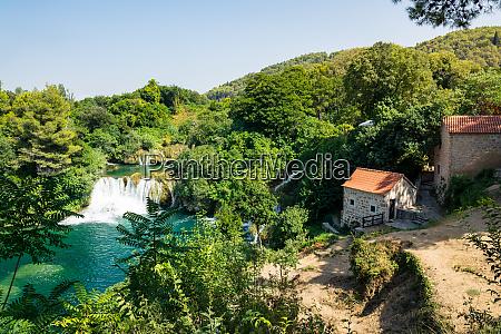 krka river park falls beruehmte gewaesser
