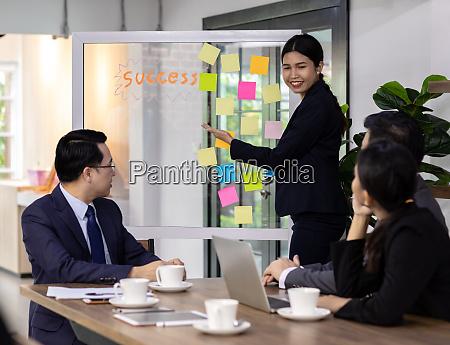 business team haben ein treffen in