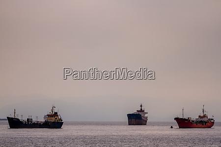 frachtschiffe anchored off shore in pendik