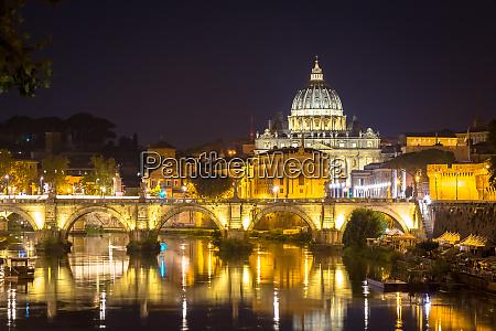 vatikanstadt st peter mit brueckenreflexion bei