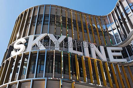 schriftzug am skyline platz einkaufszentrum frankfurt