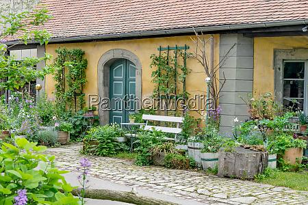 vorgarten, mit, weißer, bank - 26142348