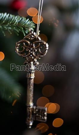 weihnachtsdekorationsleuchten und sekt