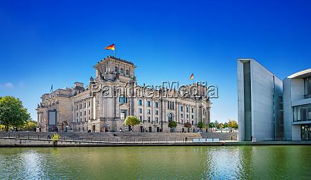 panoramablick auf das regierungsviertel in berlin