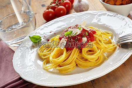 teller spaghetti bolognaise oder bolognese