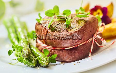 seltene geroestete medaillon aus rinderfilet steak
