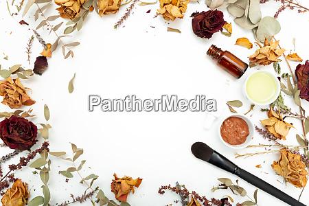 aromatische botanische kosmetik getrocknete kraeuter blumen