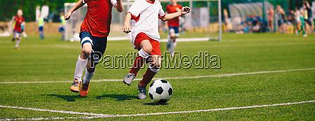 junior soccer spiel fussballspiel fuer jugendspieler