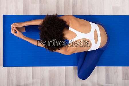woman stretching her leg on exercise