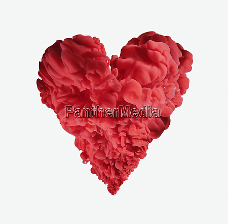 rote tinte formiert herzform auf weissem