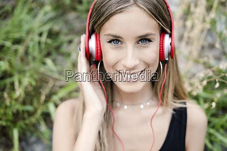 portrait of smiling teenage girl wearing