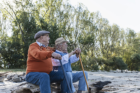 two, old, friends, sitting, on, a - 26400098