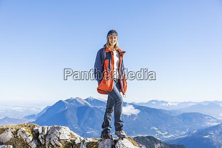 deutschland, garmisch-partenkirchen, alpspitze, osterfelderkopf, wanderin - 26401577