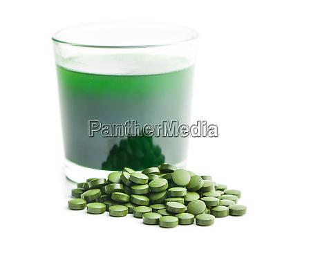chlorella oder gruene gerste detox superfood