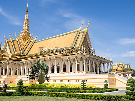the throne hall at the royal