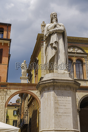 marble statue of the poet dante
