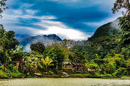 landschaften im gunung mulu nationalpark in