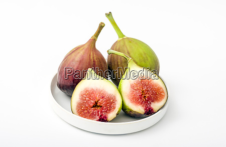 fresh whole and cut figs