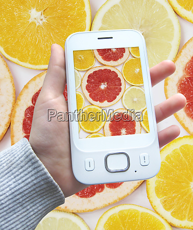 smartphone with image of citrus fruits