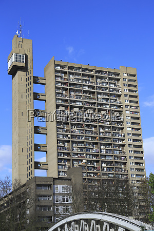 trellick tower apartments brutalist architecture architect
