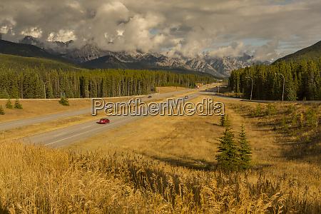 verkehr auf trans canada highway 1