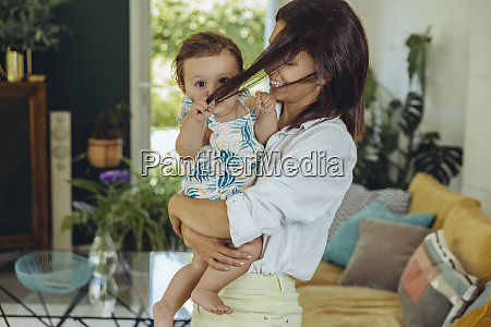 baby girl pulling mothers hair in